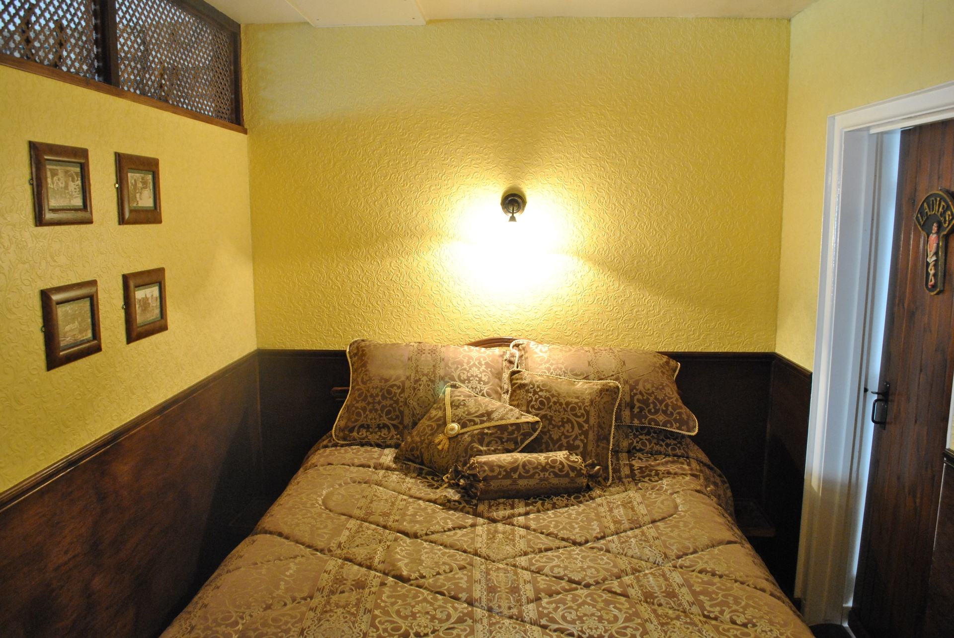 The Snug Bedroom.